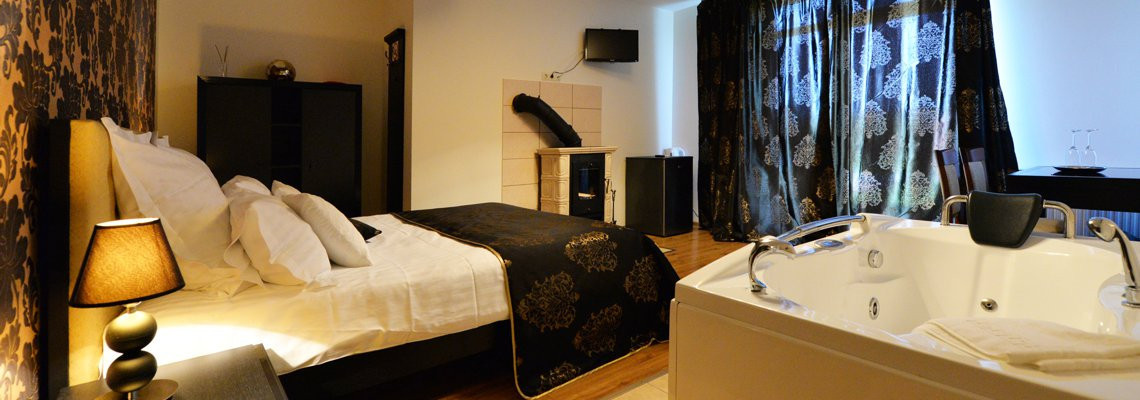 Deluxe double room with a jacuzzi, a fireplace and a terrace