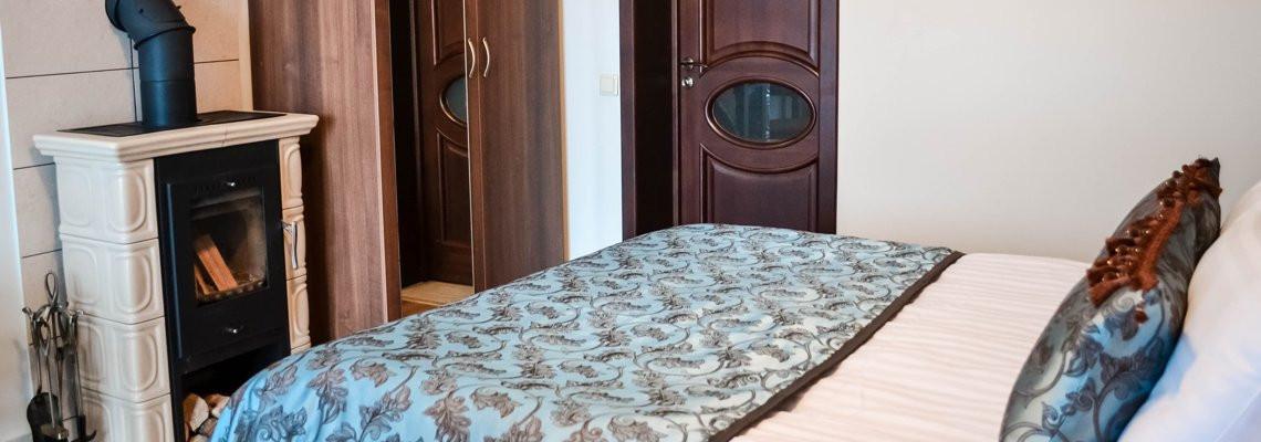 Dvivietis liuksas su židiniu, sūkurine vonia kambaryje ir lauko terasa